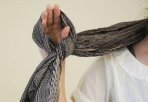 670px-Tie-a-Silk-Scarf-Step-1