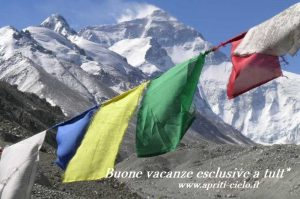 Everest e bandiere al BC